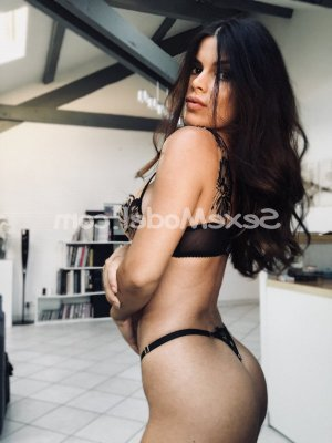 Thiphaine massage sexemodel escort à Avion
